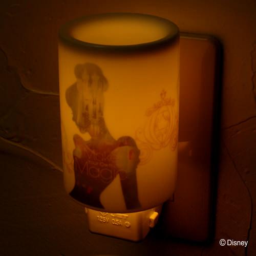 アロマコンセントランプシンデレラ | ディズニープリンセスのシルエットデザインがお洒落!ファーゼン アロマライト&リードディフューザー
