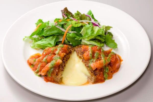 ガスト「トマトとバジルのイタリアンチーズ IN ハンバーグ」