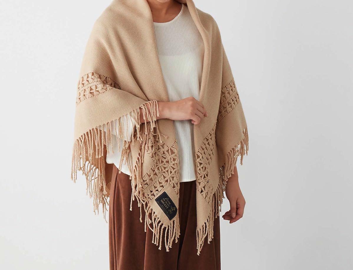 6 大判透かし編みストール着用