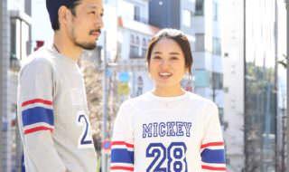 ミッキー袖ライン入りフットボールTシャツ コーデ例1