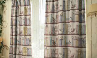 本棚デザインの裏地付き遮光カーテン