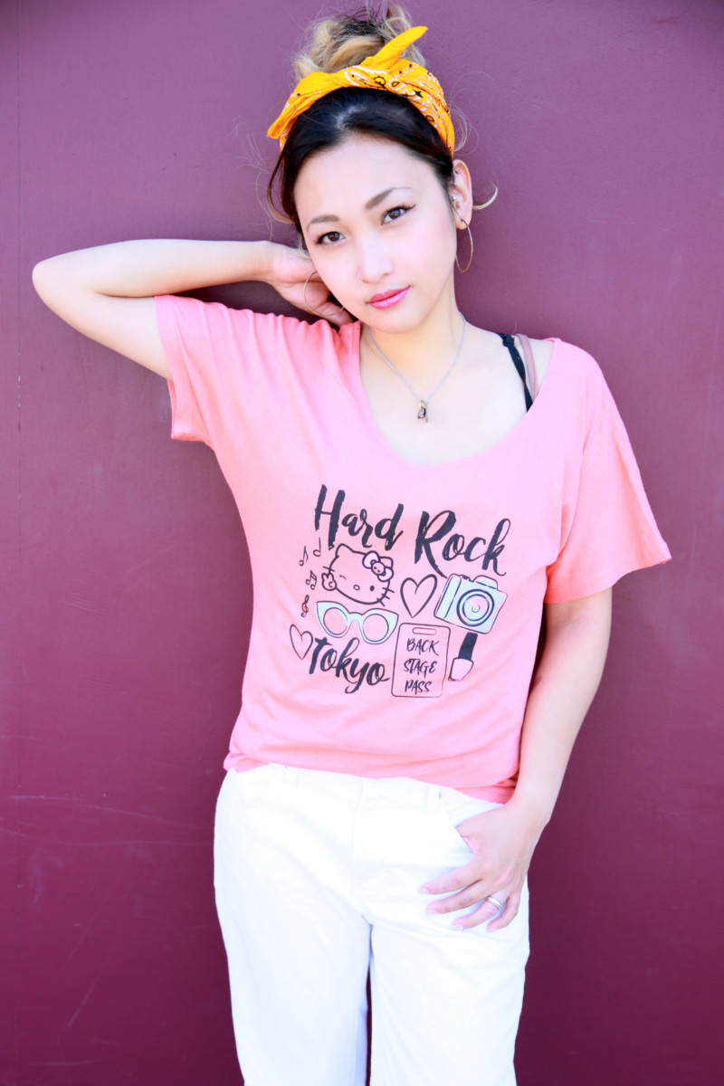 ハードロックカフェ  Ladies Hello Kitty Watercolor Tee Papaya