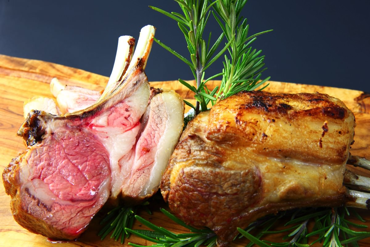 オーストラリア産仔羊骨付き背肉のロースト
