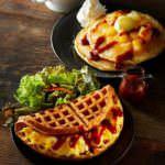 タリーズ「クラシックパンケーキ ベイクドアップルキャラメル」「アメリカンワッフルプレート スクランブルエッグ&サラダ」