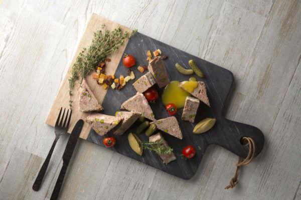 自家製ホームメイド ミートパテ ドライフルーツとメイプルシロップヨーグルトソース