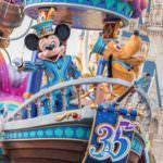 ミッキーマウスとプルートが操縦しているのは?