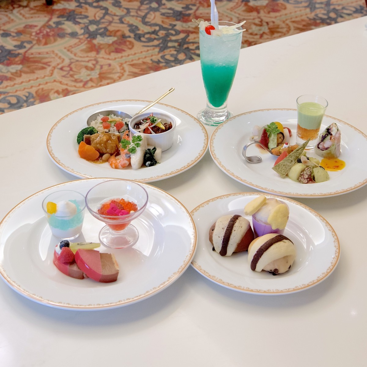 """シャーウッドガーデン・レストラン「Tokyo Disney Resort 35th""""Happiest Celebration!""""」ブッフェ 集合"""