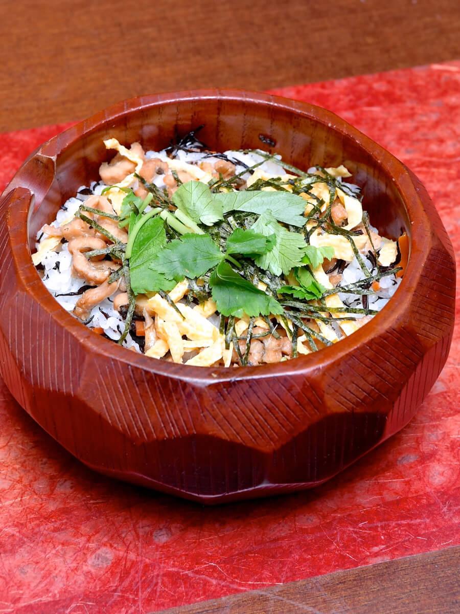 穴子とひじきの混ぜご飯