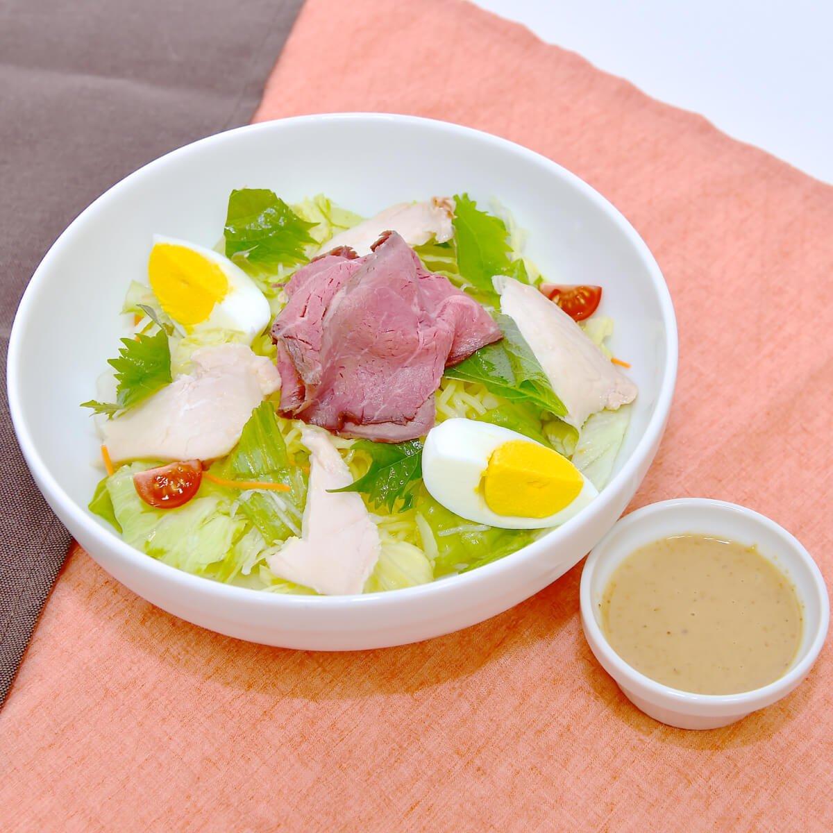 自家製ごまだれの冷しラーメン~ローストビーフ&ハーブ鶏のローストチキン