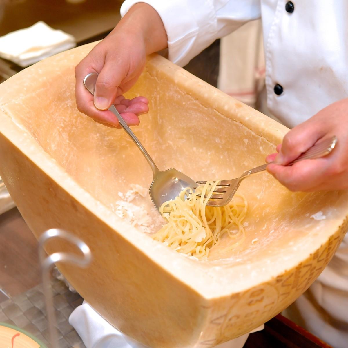 生パスタの実演 2種のソース~モチモチの生パスタを、イタリア産チーズ「グラナ・パダーノ」で贅沢に~