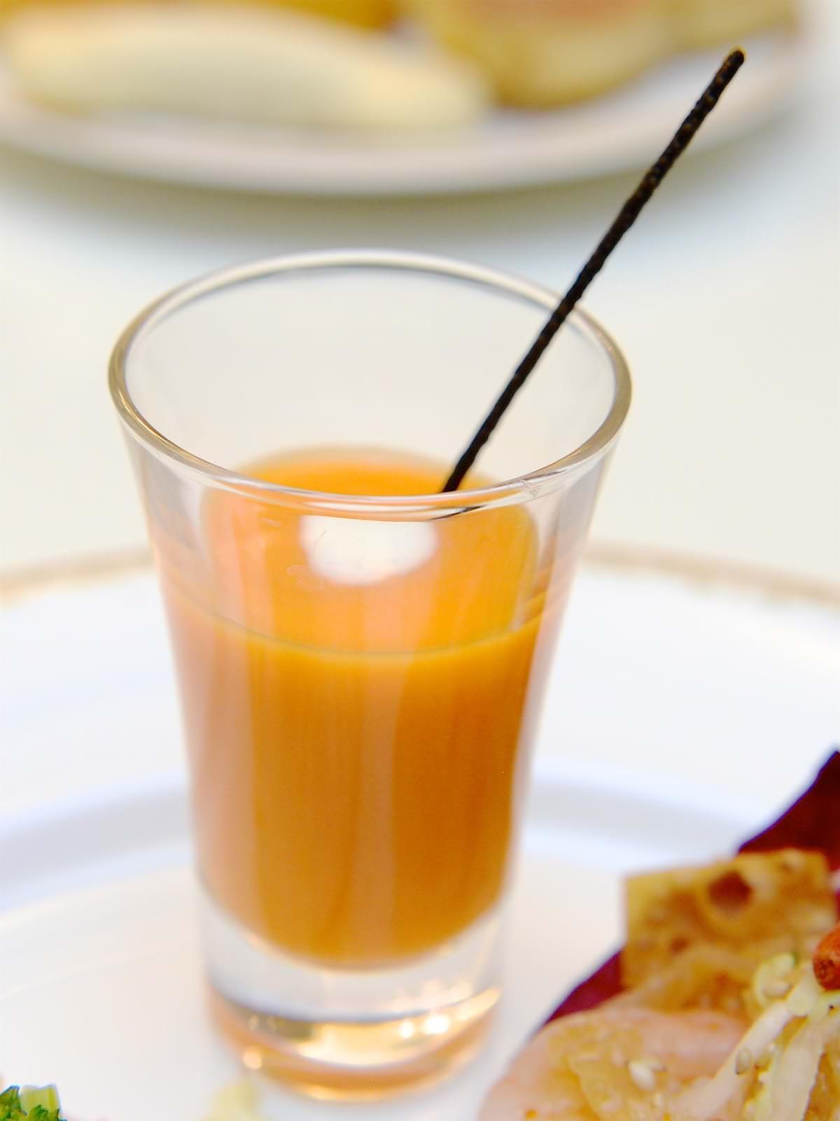 シャーウッドガーデン ブッフェ 冷製キャロットのスープ オレンジ風味