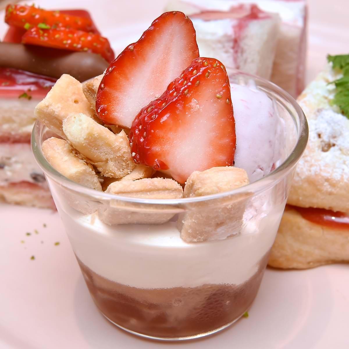 苺と紅茶のゼリーパフェ