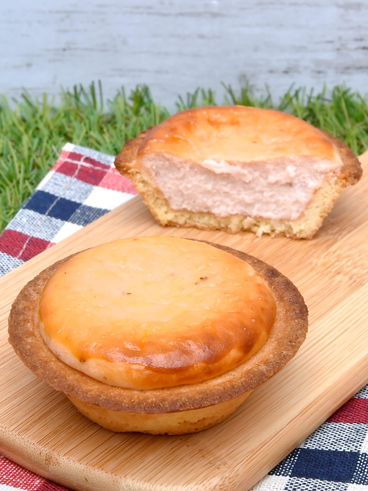 BAKE CHEESE TART「あまおう苺チーズタルト」2