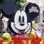 平成7年:ミッキーマウスのキャップやグローブが、パレードに次々と現れた!「ミッキー・マニア・パレード」3