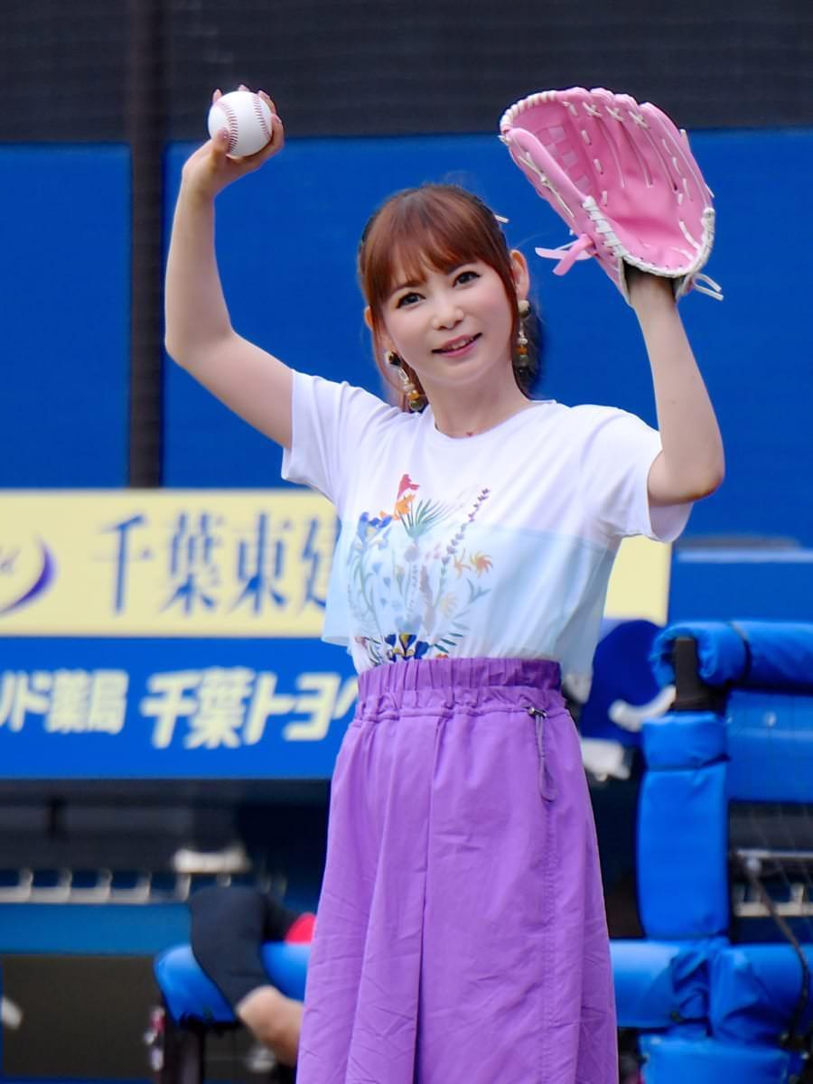 中川翔子さん始球式1