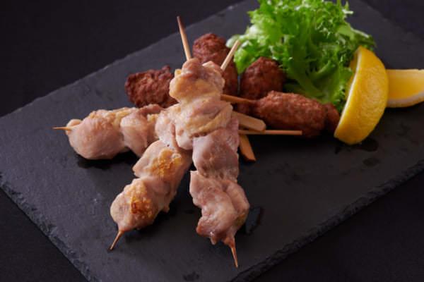 「LET'S MEAT UP at Hotel Okura TOKYO BAY」肉のブロシェット焼き(鶏肉/馬肉)