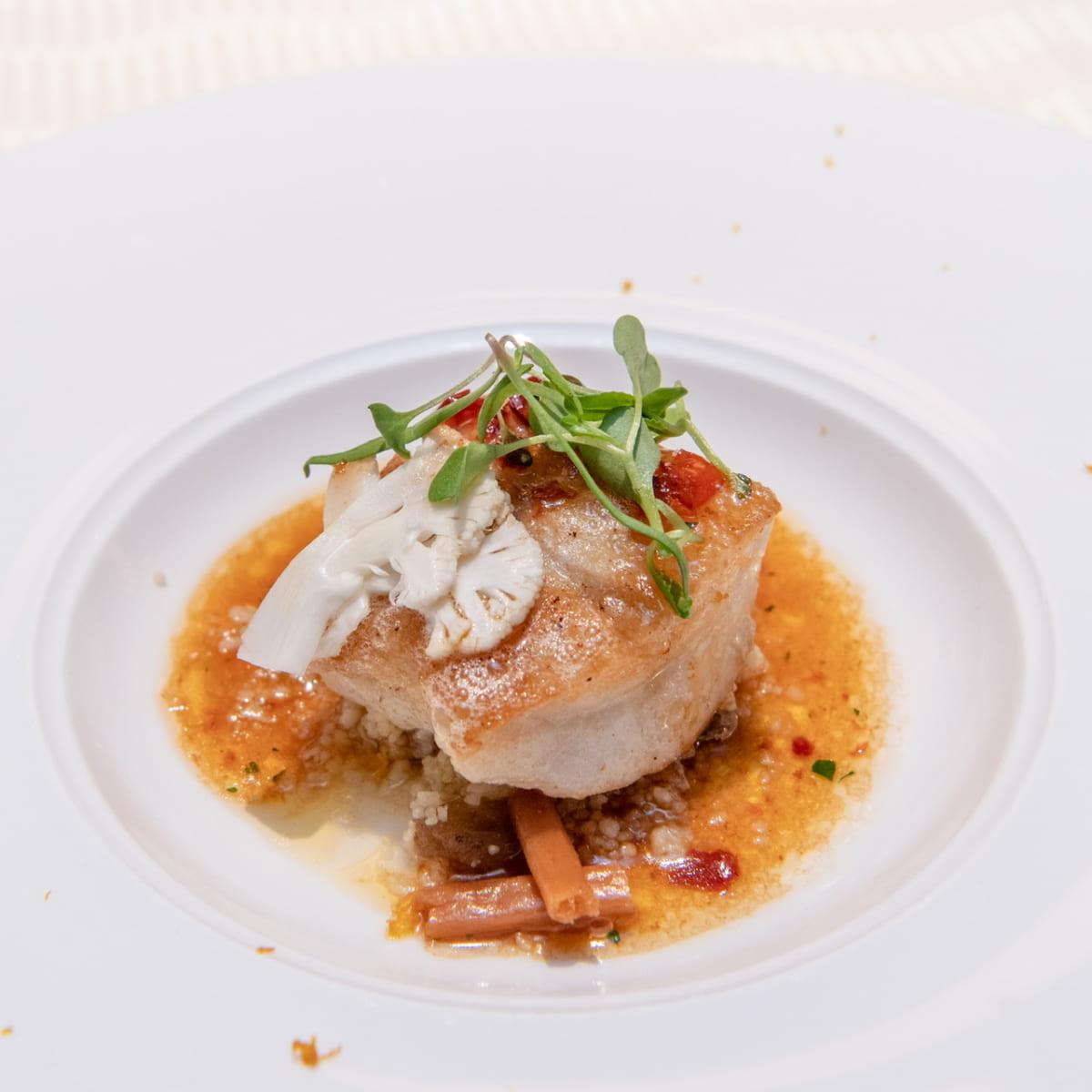鰈のムニエル 柚子風味のグルノーブルソース カリフラワーとクスクスのサラダを添えて
