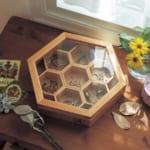 蜂の巣型のアクセサリー収納 使用イメージ