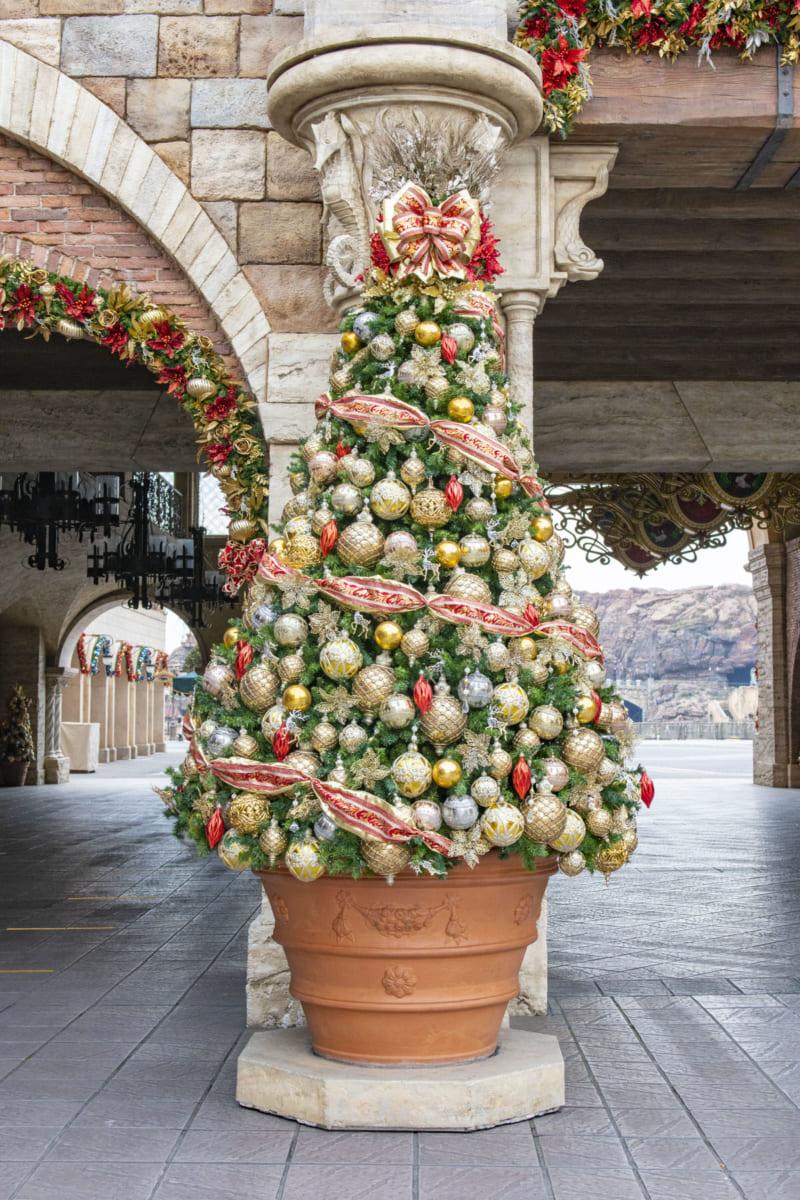 """東京ディズニーシー""""クリスマス2020""""デコレーション エントランス クリスマスツリー"""