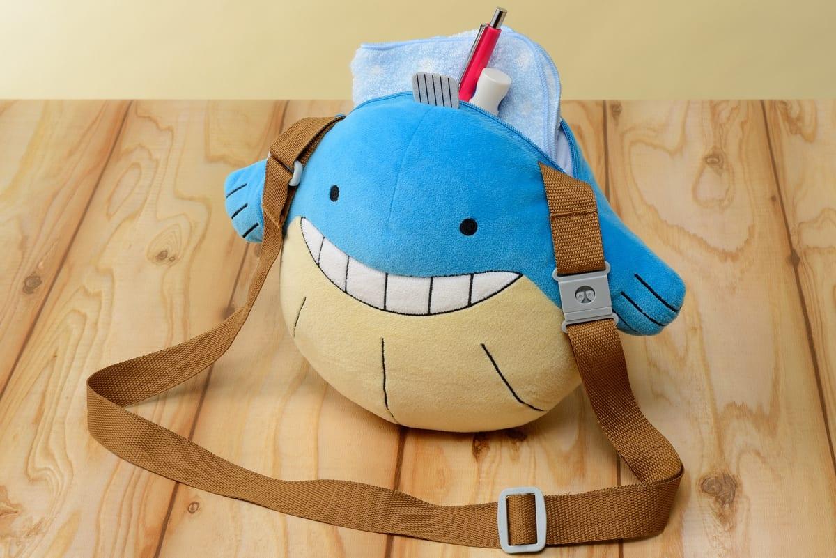 劇場版ポケットモンスター ココ 肩掛けぬいぐるみバッグ ホエルコ型水筒 使用イメージ