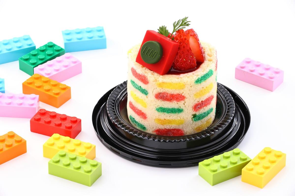 イチゴのカラフルシャルロットケーキ