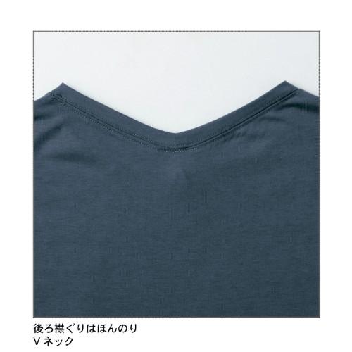 オーバーサイズの刺繍入りプルオーバー 襟元