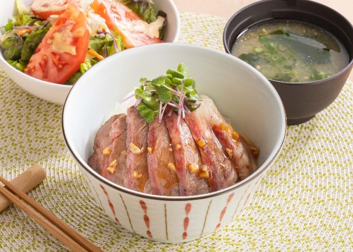 青森産和牛のみちのく丼(みそ汁・ジョナサンサラダつき)