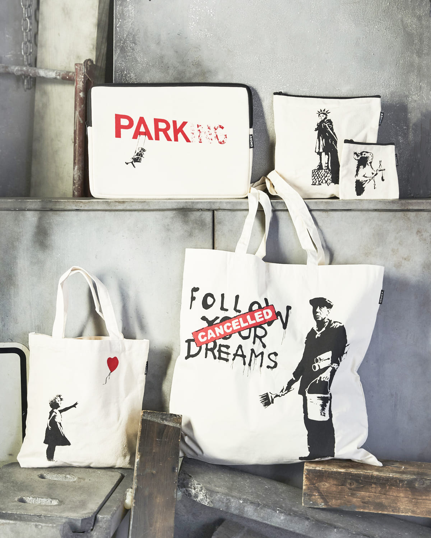ASOKO「Banksy(バンクシー)」グラフィティ限定アイテム キャンバスポーチ、トートバッグ