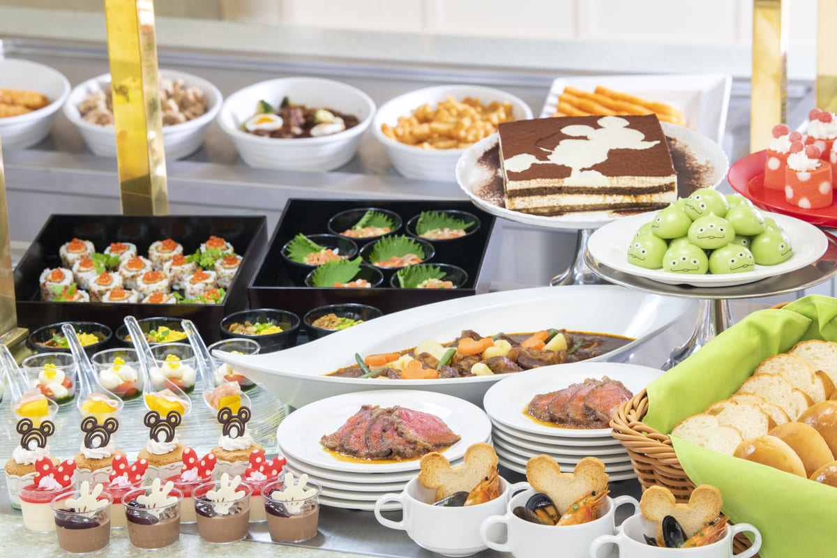 お食事メニューも増えて約50種にリニューアル!東京ディズニーランド「クリスタルパレス・レストラン」ブッフェ