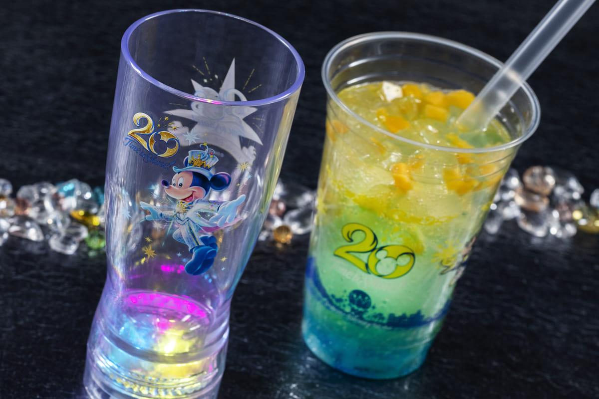"""""""東京ディズニーシー20周年:タイム・トゥ・シャイン!""""スパークリングドリンク(レモン&ジンジャー)、 スーベニアタンブラー付き"""